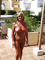 American mature mom posing totally undressed