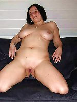 Mature milf posing undressed on picture